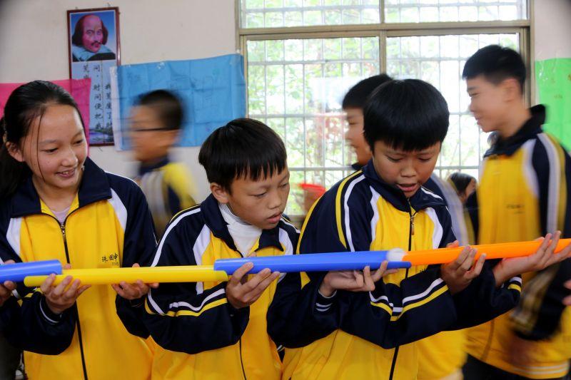 """【视频】江西遂川:""""暖心""""关爱行动 让学生再绽欢颜"""