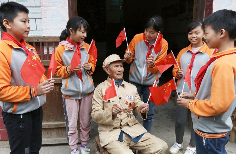 江西宜春:走访慰问抗美援朝老兵 传承红色基因