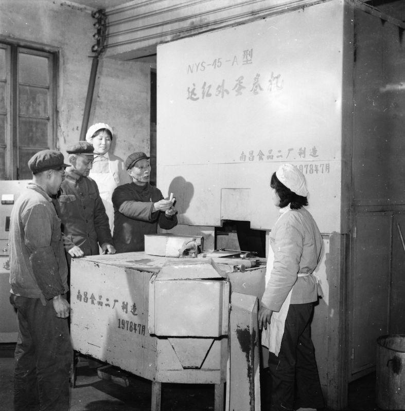 南昌食品二厂制成远红外线蛋卷干燥机