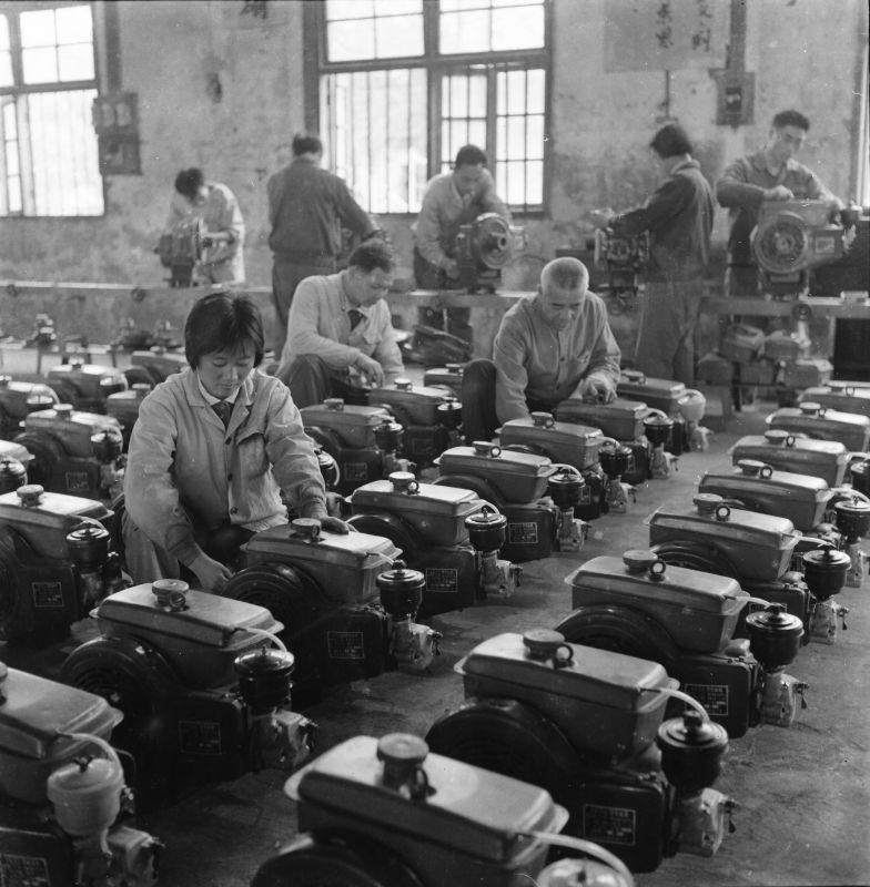 信丰县农机修造厂努力生产支农主要产品165F—3型柴油机